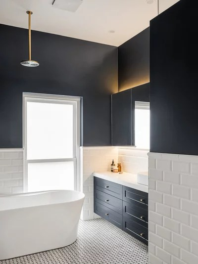 Traditional Bathroom by Balnei & Colina