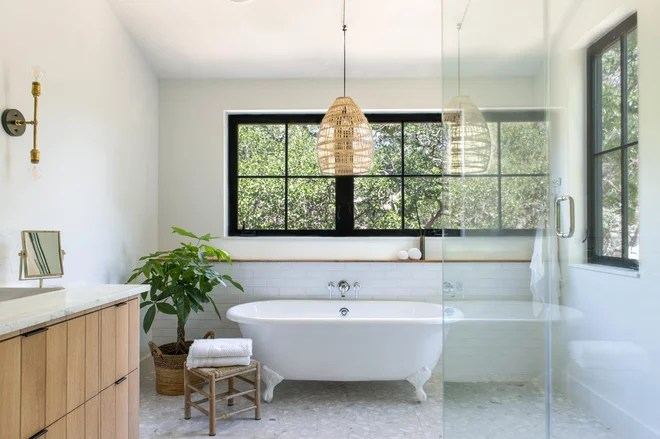 Transitional Bathroom by co(X)ist Studio