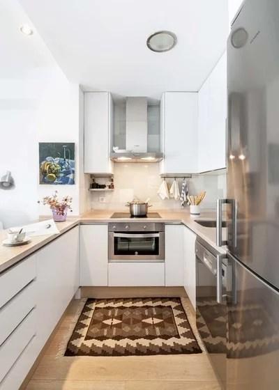 Transitional Kitchen by U+G Estudio de Arquitectura y Urbanismo