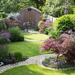 popular traditional landscaping