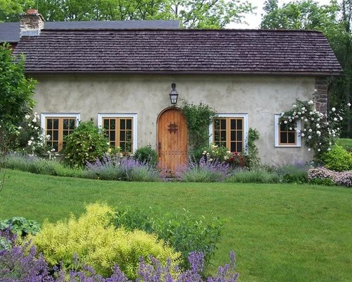 farmhouse front yard landscaping