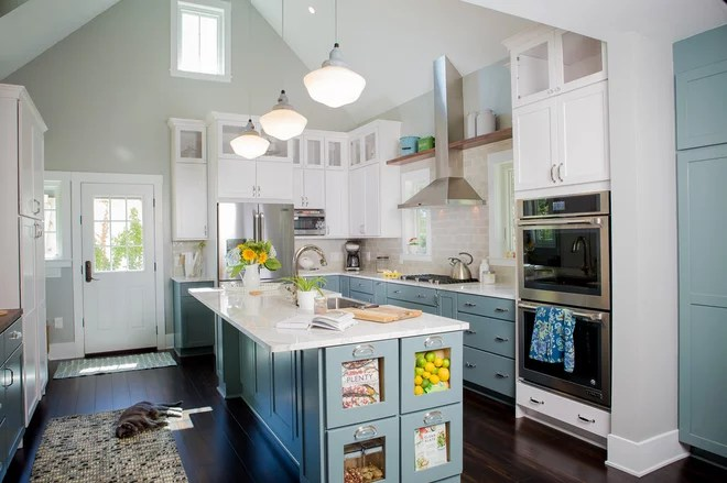 Traditional Kitchen by Shelton Design//Build