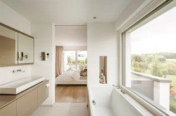 En Suite Bad - TheRichDaily.com