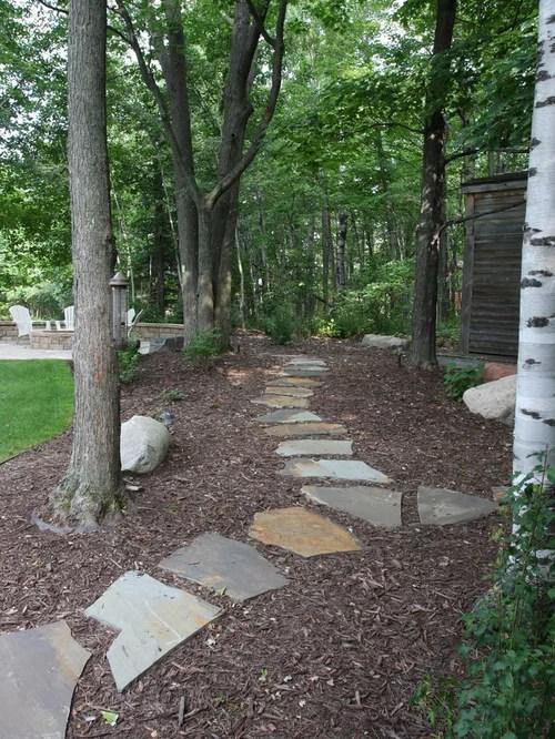stone and mulch walkway