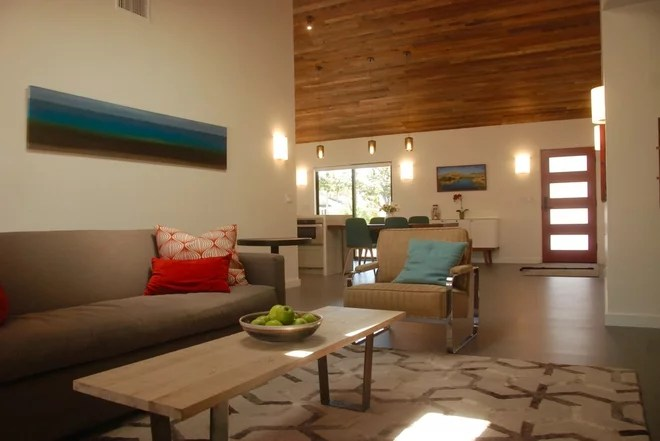 Contemporary Living Room by Bonnie McCarthy
