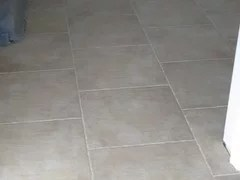 18 square tile floor staggered