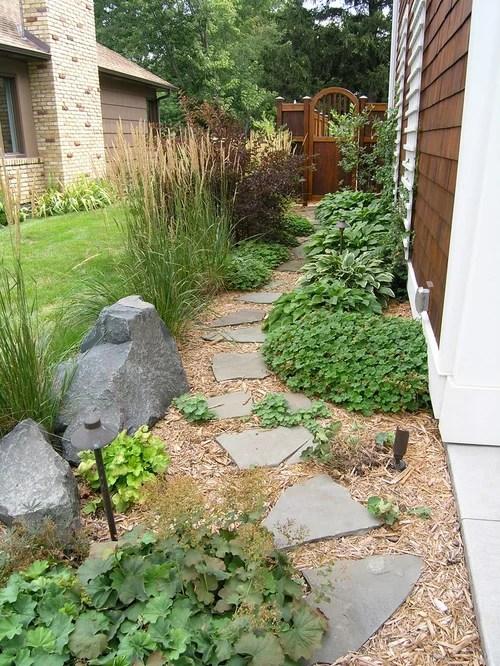 traditional side yard landscape