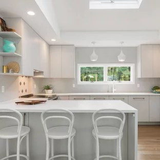 75 Beautiful Coastal Kitchen With A Peninsula Pictures Ideas September 2020 Houzz