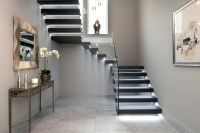 Floating treads staircase with glass balustrades to the ...