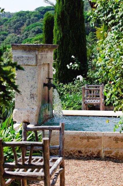 La fontana da giardino moderna è un componente d'arredo. 10 Fontane Per Trasformare Il Tuo Giardino In Un Oasi