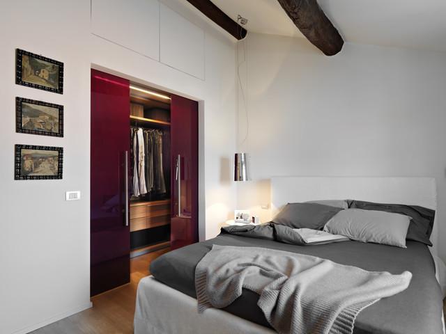 Ristrutturazione di una mansarda a La Spezia  Moderno