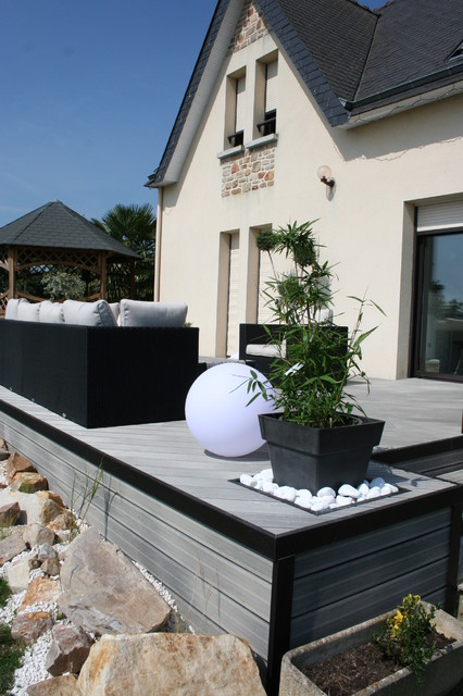 Amnagement dune terrasse en bois composite gris  Moderne  Terrasse en Bois  Rennes  par