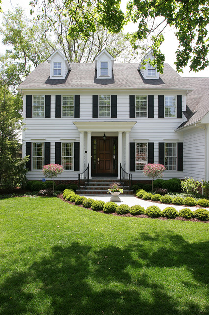 White Colonial House Traditional Exterior Chicago By