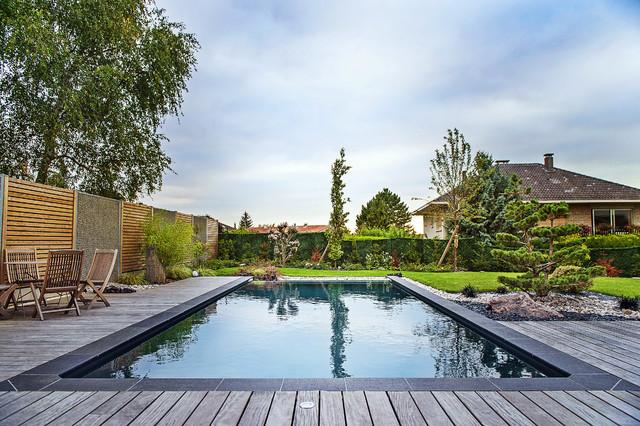 La piscine vue en longueur  Classique  Piscine  Nancy  par Pauchard Paysages