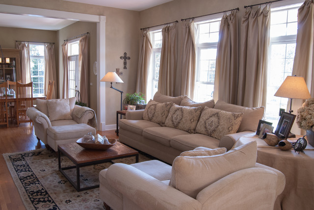 Gary  Gayle Cincinnati Ohio  Farmhouse  Living Room  Cincinnati  by Adrienne DeRosa