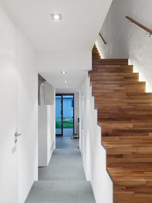 Beleuchtung in der Schattenfuge der Treppe