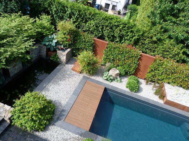 Naturpool in modern angelegtem Garten  Modern  Pools  Frankfurt am Main  von Baumann Grten