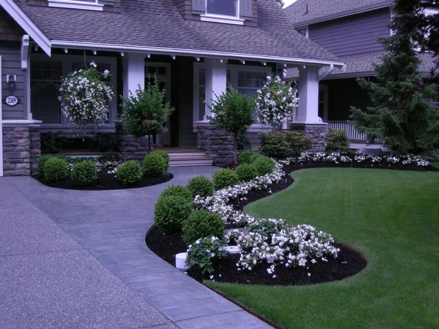 Front Yard Landscaping Make Over 1 Traditional Landscape