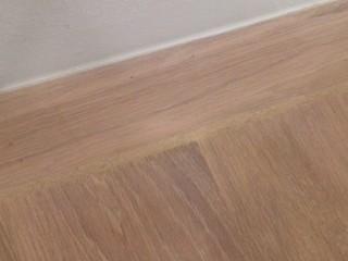 Holzboden ohne Sockelleiste