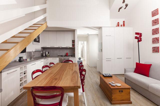 Salotto con Cucina a Vista e Zona Pranzo  Moderno  Sala da Pranzo  Milano  di Semprelegno