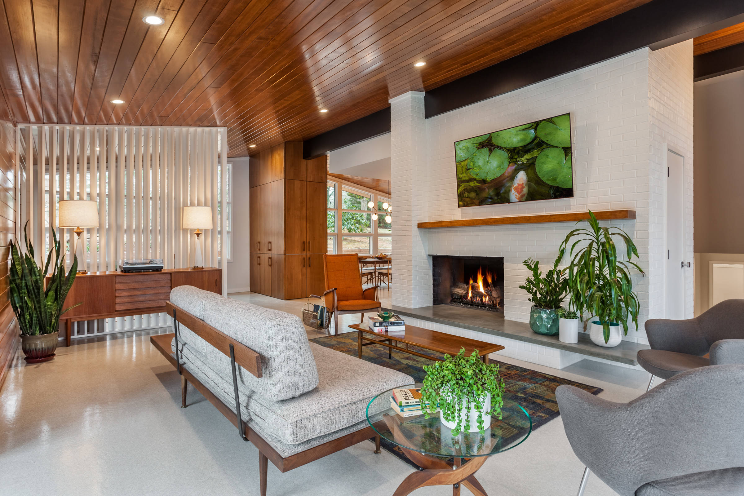 75 Beautiful Mid Century Modern Living Room With A Brick Fireplace Pictures Ideas November 2020 Houzz