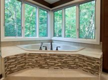 Bath Tub with Ceramic & Glass Tile - Contemporary ...