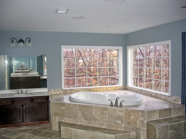 Corner Jacuzzi Tub with Marble Seating to Bringing the ...