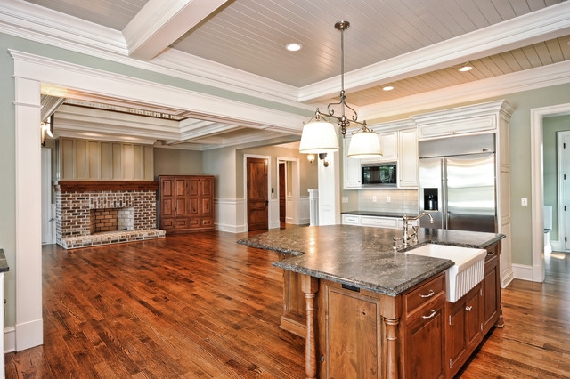 Low Country Traditional Kitchen