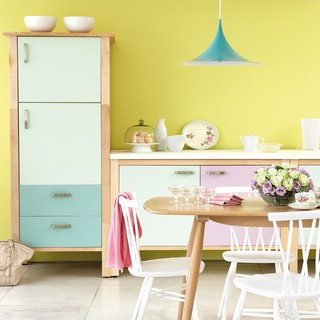 Bright Modern Kitchen in Pastel Tones コンテンポラリー-キッチン