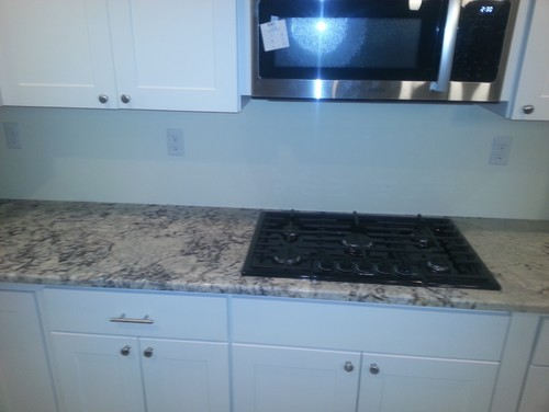 Backsplash with white ice granite