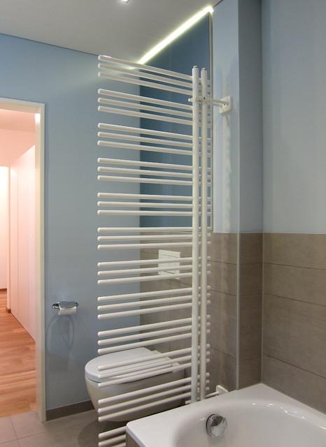 Handtuchheizkrper als Raumtrenner  Modern  Badezimmer