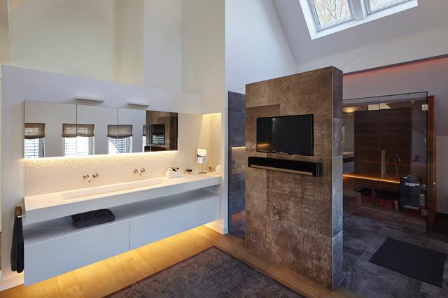 Bad mit Sauna  Modern  Badezimmer  Essen  von falke