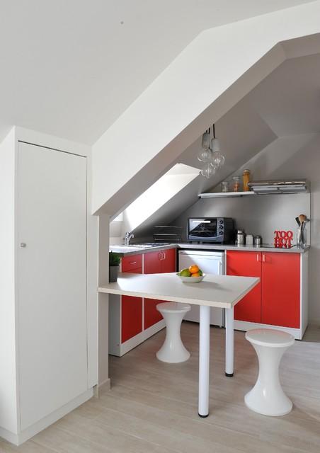 Cration dun studio souscombles  Contemporain  Cuisine  Paris  par AGENCE ANAIS GAUTHIER