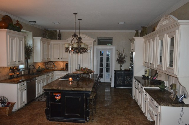 Coliseum Granite Traditional Kitchen Ideas