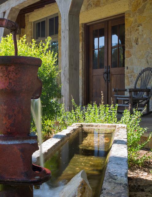 lake buchanan ranch house - rustic