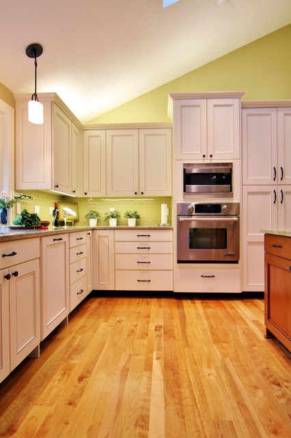 Above Cabinet Lighting Traditional Kitchen Portland