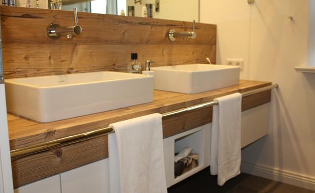 Waschtisch Unterschrank mit integrierter Wandverkleidung  Modern  Badezimmer  Hamburg  von