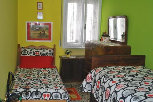 come ristrutturare una stanza da letto stretta e lunga