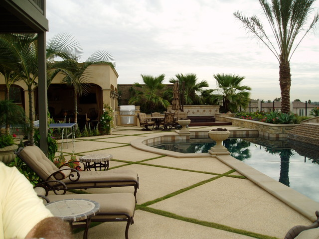 Modern Tuscan Dramatic Pool Outdoor Living Room