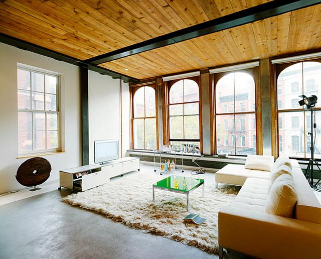 Wohnzimmer mit Holzdecke