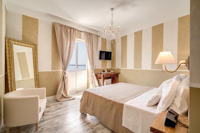 Progetto camere albergo Borgo Vista Lago  Classico  Camera da Letto  Roma  di Simon Clementi