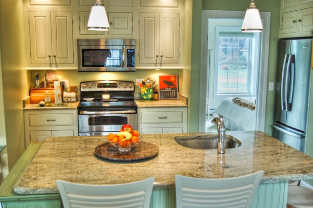 In Law Apartment Traditional Kitchen Portland Maine By Gulfshore Design