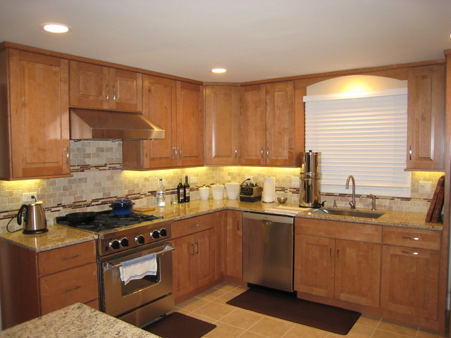 Maple Kitchen Cabinets Traditional Cabinetry Cliqstudios Clasico Cocina Minneapolis De Cliqstudios