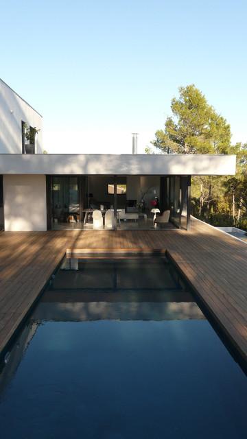 Maison sur la Colline  Moderne  Piscine  Montpellier  par SARL SO WHAT Architecture