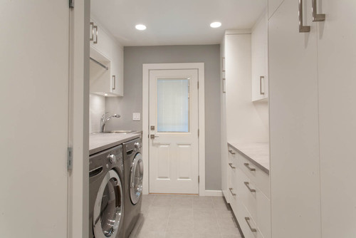 Updated Bright Kitchen & Laundry Room
