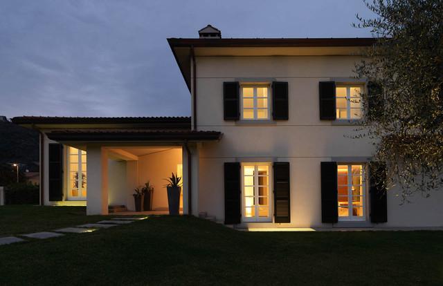 Casa in Toscana  Moderno  Facciata  Milano  di Victor