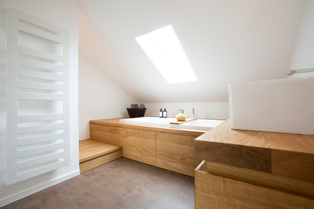 Bad im Dachstudio  Modern  Badezimmer  Frankfurt am