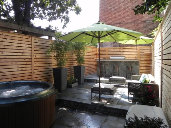outdoor kitchen with privacy fence