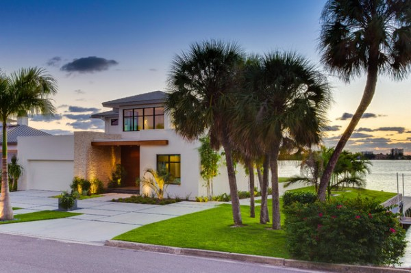 bird key modern bungalow - tropical