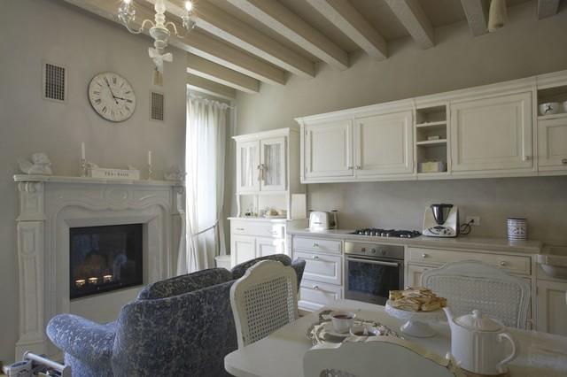 Appartamento di pregio  Asolo  ShabbyChic Style  Soggiorno  Venezia  di Casa Group